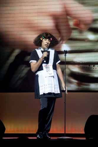 Além de imitar grandes nomes da música, Tom Cavalcante interpreta a doméstica petulante Jarilene no espetáculo