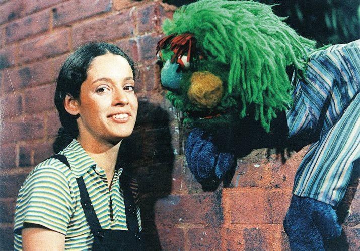 A atriz Sônia Braga e o boneco Gugu, do programa infantil