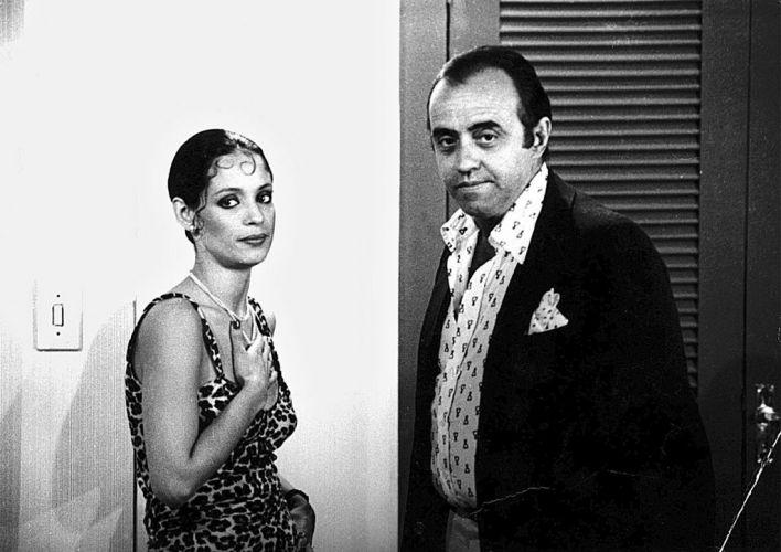 A atriz Sônia Braga e o ator Mauro Mendonça durante a gravação da novela