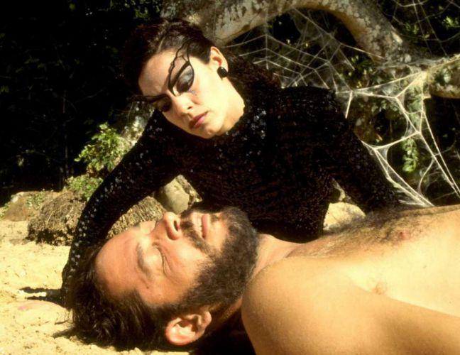 Sonia Braga e Raul Julia em cena do filme