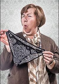 Exposição retrata com humor as manias das mulheres com mais de 50 anos