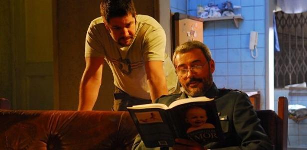 Os atores Murilo Benício e Rogério Trindade em cena do último episódio do seriado global