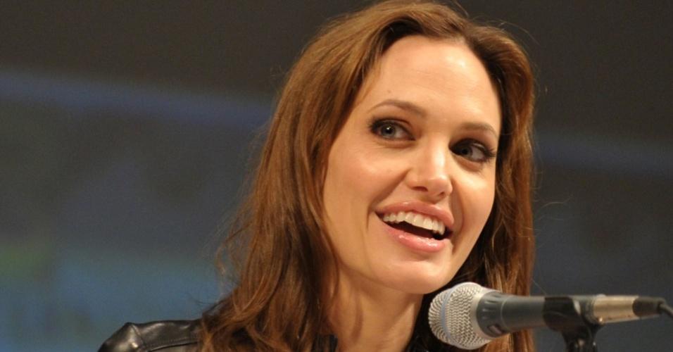 Angelina Jolie divulga