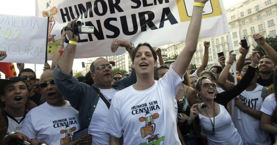 O humorista Fabio Porchat lidera a passeata Humor sem Censura no Rio de Janeiro (22/08/2010)