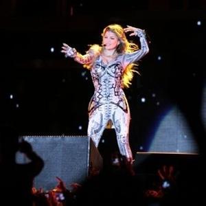 Fergie dança no palco de Fortaleza em show da banda Black Eyed Peas (15/10/2010)