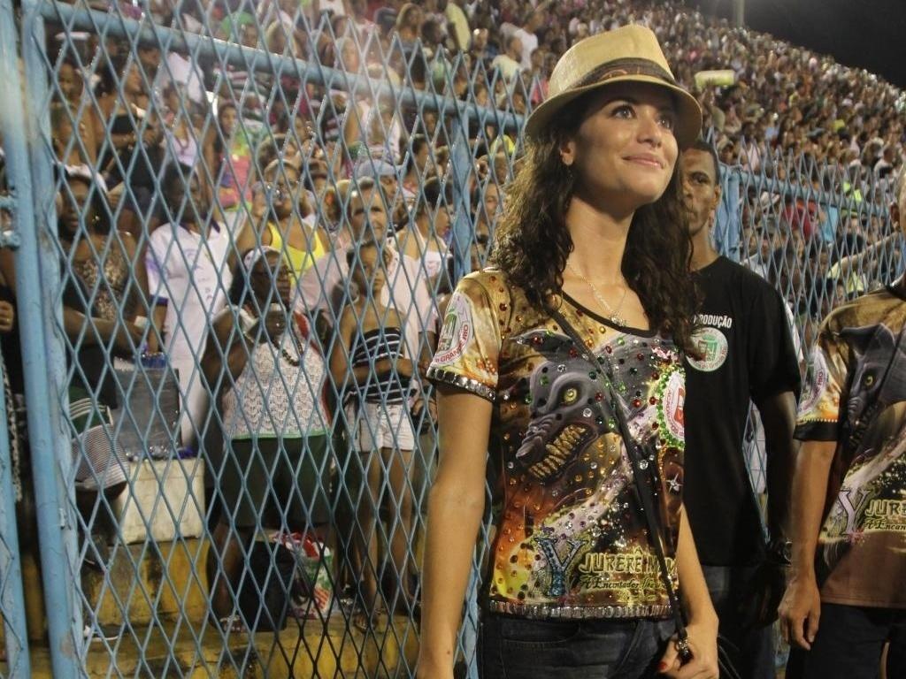 A atriz Alinne Moraes participa de ensaio da Grande Rio na Sapucaí (23/01/2011)