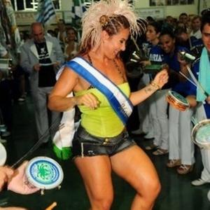 Madrinha de bateria, Scheila Carvalho participa de ensaio de quadra da escola Unidos de Vila Maria, em São Paulo (24/1/2011)