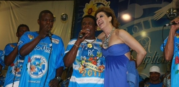 Claudia Raia posa com Neguinho da Beija-Flor (2011)
