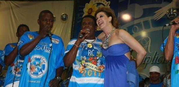 Claudia Raia posa com Neguinho da Beija-Flor (2011)