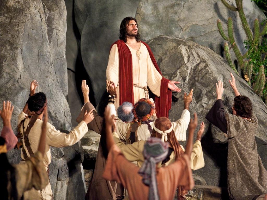 Thiago Lacerda interpreta Jesus durante encenação de