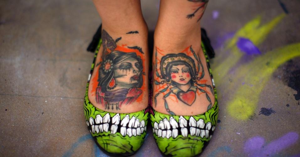 Pés tatuados em convenção de tatuagem na cidade mexicana de Nezahualcoyotl (30/04/2011)