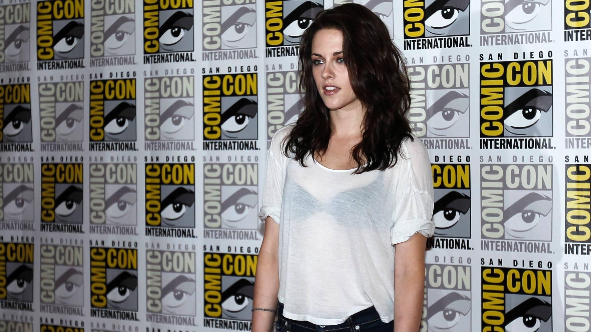 Kristen Stewart posa para fotos durante a Comic Con, em San Diego. A atriz participa do evento para promover o filme