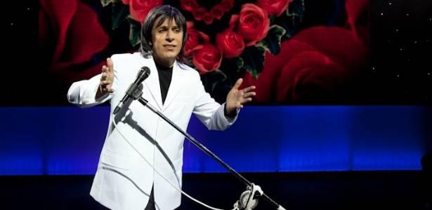 Tom Cavalcante imita Roberto Carlos em seu novo show (julho/2011)
