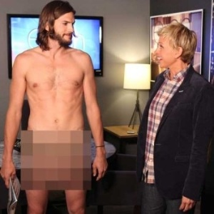 Ashton Kutcher aparece sem roupa para promover ?Two and a Half Men? no programa de Ellen DeGeneres (8/9/11)