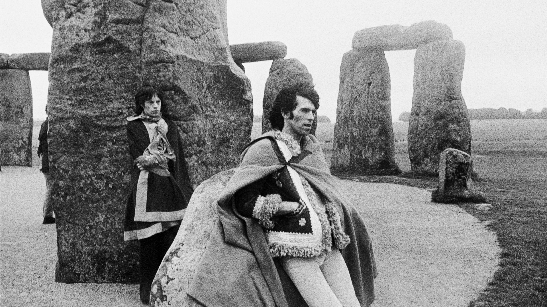 Mick Jagger (esq.) e Keith Richards em Stonehenge. Foto faz parte da exposio 