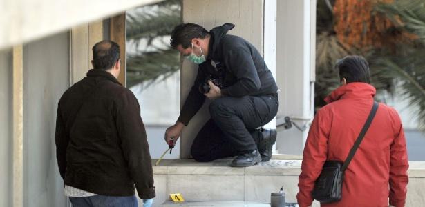 Policiais investigam em Atenas roubo de obras de Picasso e Mondrian na Galeria Nacional de Arte (09/01/12)