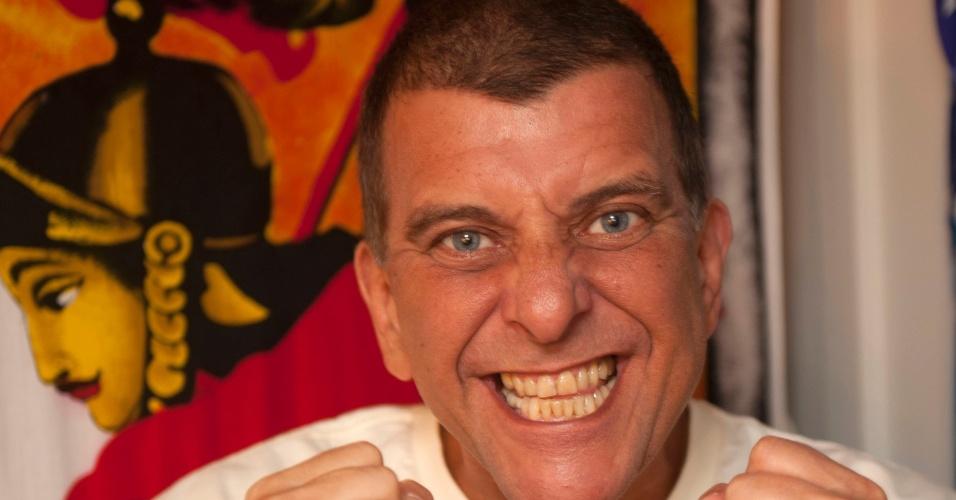 """Jorge Fernando posa para foto no camarim do espetáculo """"Salve Jorge"""" (3/2/12)"""