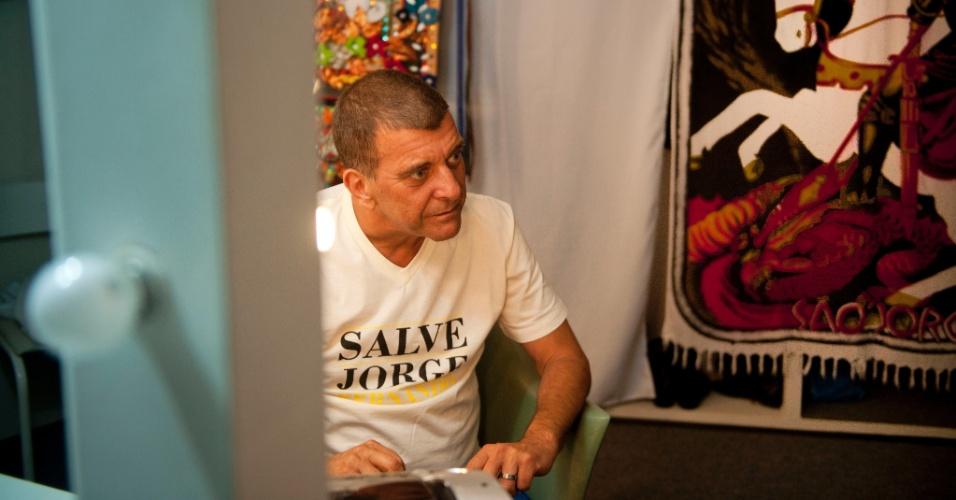 """Jorge Fernando se concentra no camarim do espetáculo """"Salve Jorge"""" (3/2/12)"""
