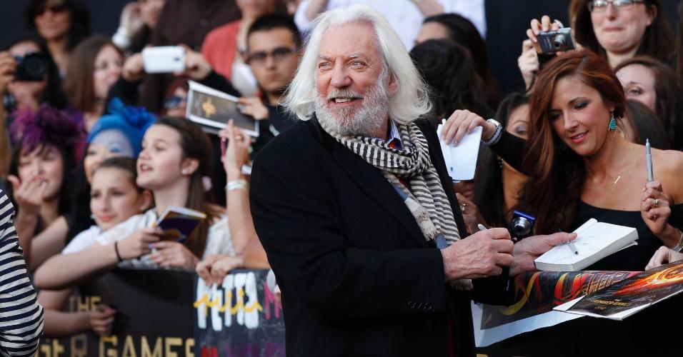"""O ator Donald Sutherland, que interpreta o presidente Snow em """"Jogos Vorazes"""", na pré-estreia do filme em Los Angeles (12/3/12)"""