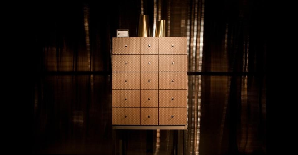 """Gaveteiro """"Reverie-Brass"""" de cobre entrelaçado, edição limitada de 50 peças assinadas por Giorgio Armani"""