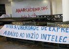 Artistas fazem manifestação contra curadores e presidência da Bienal