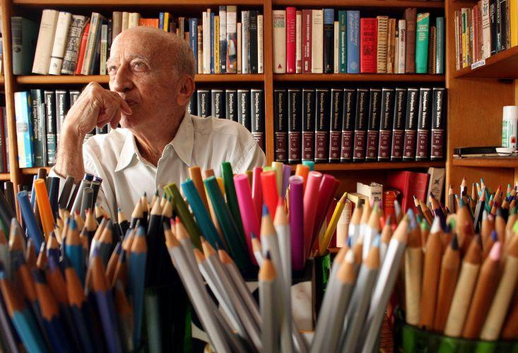 Millôr Fernandes em seu estúdio, em Ipanema, Rio de Janeiro, (RJ)