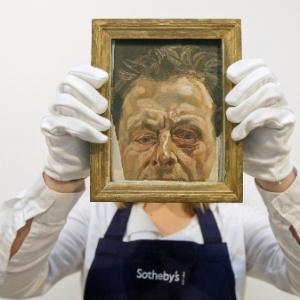 """""""Autorretrato com um olho roxo"""", óleo em tela realizado em 1978 por Lucian Freud, neto de Sigmund Freud, é exibido na casa de leilões Sotheby""""s de Londres (27/01/2010) - Shaun Curry/AFP"""