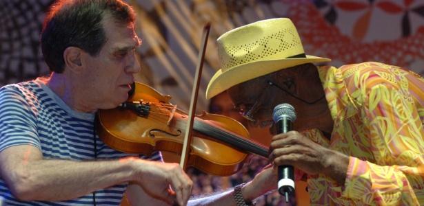 Jorge Mautner e Mestre Zé Duda se apresentam com o Maracatu Atômico Kaonsnavial, na Teia 2010, em Fortaleza (28/03/2010) - André Goldman/Divulgação