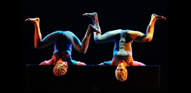 """Cena do ensaio aberto de """"Play"""", espetáculo da companhia italiana de dança Kataklò, no Teatro Alfa, em São Paulo (12/04/2010) - Flávio Florido/UOL"""
