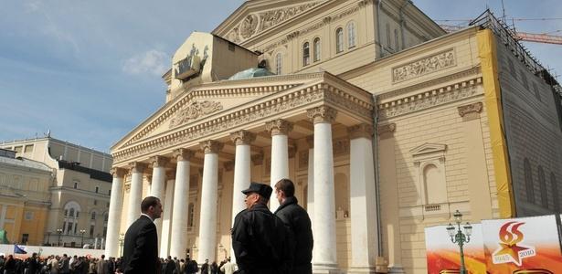 Fachada restaurada do teatro Bolshoi, em Moscou, Rússia (29/04/2010) - Alexander Nemenov/AFP