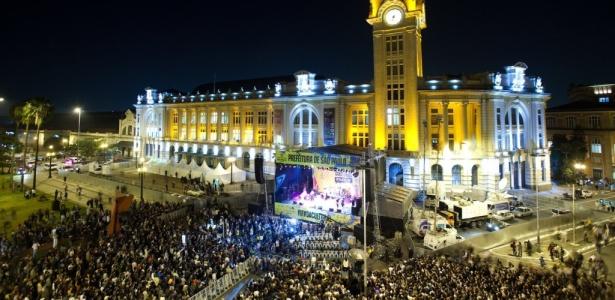 Palco na praça Júlio Prestes recebe show que abre oficialmente a Virada Cultural 2010 - Leonardo Wen / Folha Imagem