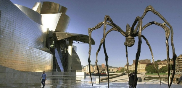 """No Museu Guggenheim de Bilbao, na Espanha, escultura """"Maman"""", de Louise Bourgeois (1911-2010), em registro de 2001  - Txema Fernandez / AFP"""