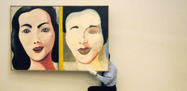 """Obra do alemão Sigmar Polke (1941 - 2010) na casa de leilões Sotheby""""s, em Londres, em 2001 - Adrian Dennis / AFP"""