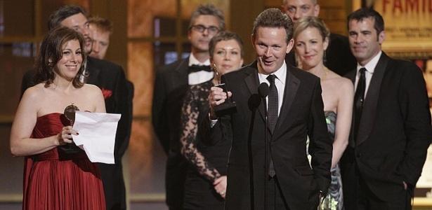 """Dramaturgo John Logan de """"Red"""" recebe o prêmio de Melhor Peça no Tony Awards - AP Photo/Richard Drew"""