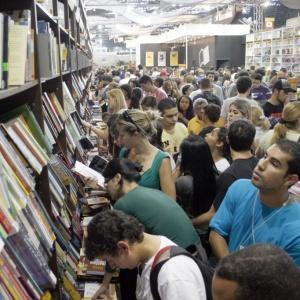 Visitantes durante a Bienal Internacional do Livro de São Paulo em 2008 - Edson Lopes / Folha Imagem
