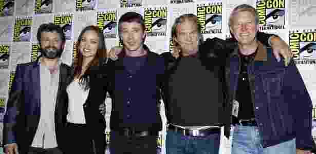 "(Da esq. para a dir.) O elenco de ""Tron: Legacy"" em San Diego: Michael Sheen, Olivia Wilde, Garrett Hedlund, Jeff Bridges e Bruce Boxleitner (22/7/2010) - Mike Blake/Reuters"