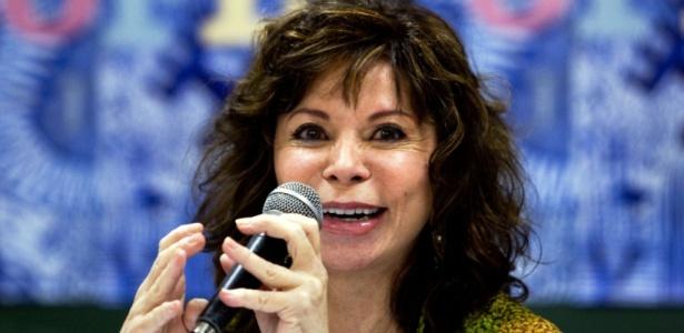 A escritora Isabel Allende durante coletiva de imprensa na Flip em 2010 - Leandro Moraes / UOL