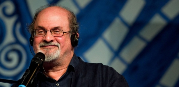 O escritor Salman Rushdie durante a Flip, evento literário em Paraty, no Rio (06/08/2010) - Leandro Moraes / UOL