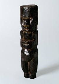 """Estátua de bronze """"Pequena Figura"""" (1964), de Pablo Picasso"""