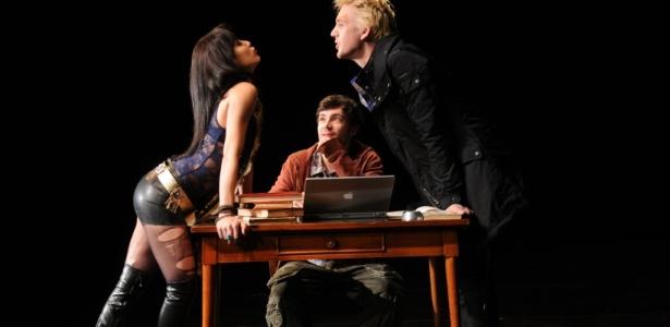 """Cena da peça """"Inverno da Luz Vermelha"""", com Marjorie Estiano e André Frateschi - Divulgação"""