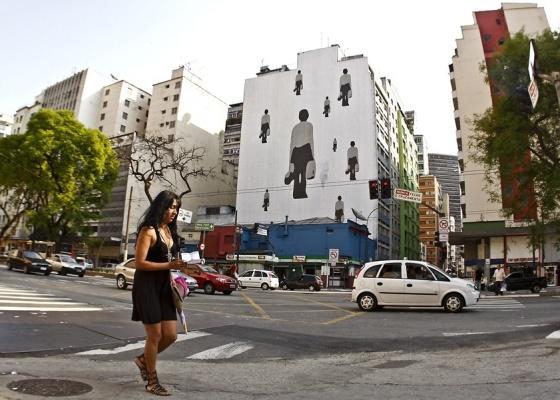 """Trabalho da artista chinesa Ko Siu Lan é uma das 14 obras que estão na """"Street Biennale"""" - Shin Shikuma / UOL"""
