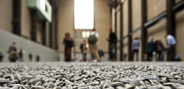 """Instalação """"Sementes de Girassol"""", do chinês Ai Weiwei, na Tate Modern (11/10/2010) - Leon Neal / AFP"""