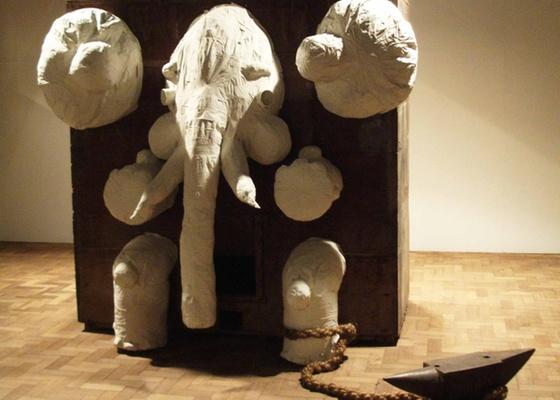 """A escultura """"Elefante"""" (2008; 260 x 240 x 100 cm), que Alex Hornest expõe em galeria de SP - Divulgação / Cavalera Art Projects"""