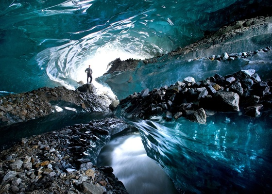 Americano Eric Guth rodou o mundo para fotografar interior de geleiras --como esta, nos Alpes - Cortesia Cater News / BBC Brasil