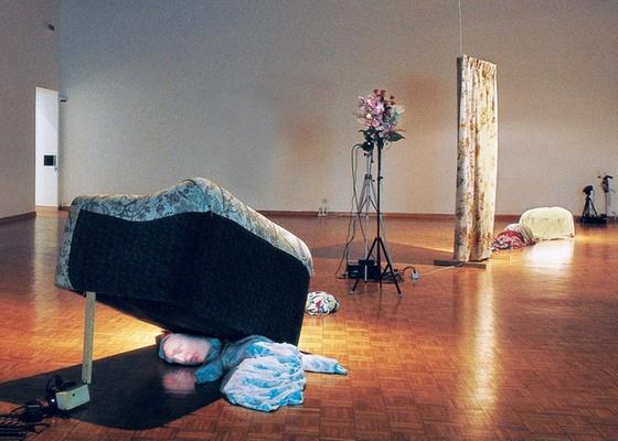"""Instalação """"Judy"""" (1994; técnica mista), do videoartista norte-americano Tony Oursler - Divulgação/Cortesia Tony Oursler"""