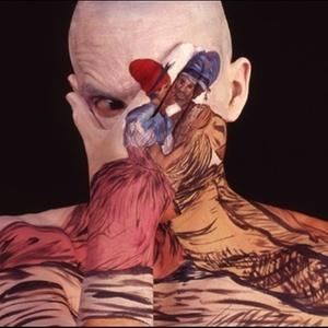 O nova-iorquino Chadwick Gray tem o corpo pintado com imagens de obras clássicas - Caters News