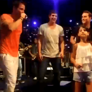 Reynaldo Gianecchini quebrou tudo no palco do show do Bloco do Harém, de Alexandre Peixe, em Salvador (1/2/2011)