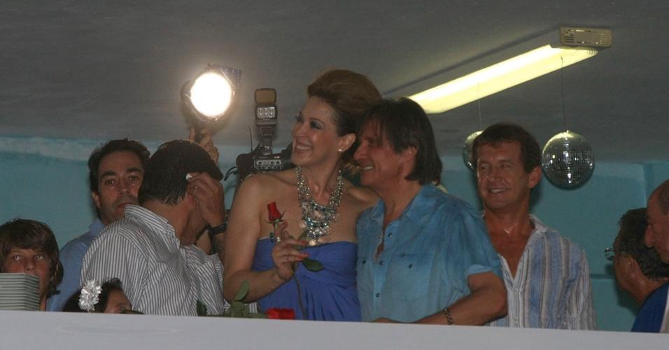 Claudia Raia e Roberto Carlos visitam a quadra da Beija-Flor em Nilópolis (3/2/2011)
