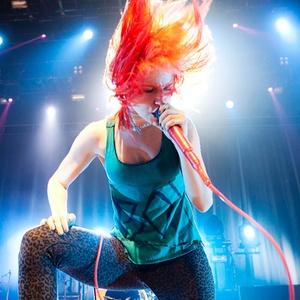Hayley Williams se apresenta com o Paramore em São Paulo (20/02/2011)