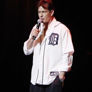 """Charlie Sheen na estreia de sua turnê """"My Violent Torpedo of Truth"""" em Detroit no último sábado - Carlos Osorio/AP"""